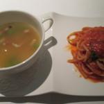 47237606 - スパゲッティー ポモドーロ バジルの香り グリーンピースとパンチェッタ、バターライスのミネストラ