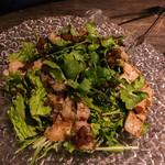 RAMBUTAN - 牛モツ炙りとグリーンサラダ