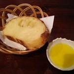 47247302 - ランチ:自家製パン