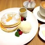ATELIER CAFE - 鹿ちゃんホットケーキセット!