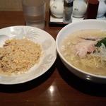 龍盛菜館 - 鶏ソバ半チャーハンセット(800円)