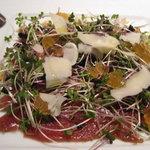 ピッツァリア オステリア ファリーナ - マグロのカルパッチョ