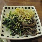 石焼道 - お肉を待つ間にビールのおともにナムル350円を注文しました。