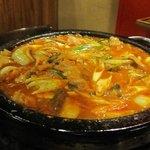 石焼道 - 以前はこの店焼き肉と言うよりこの石鍋を使った数々の韓国料理がメインだったんです。