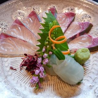 [会席料理]季節の旬を味わって頂く為、毎月メニューが変更します。
