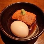旬の鮮魚と魂の煮込み 照 - 「糸島産豚の角煮半熟玉子添え」です。
