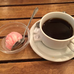 47251478 - デザート いちごアイス おかわりコーヒー