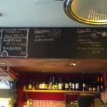 イタリアンレストラン&バー BARDI - カラフルでお洒落な店内!お客さんも次々と