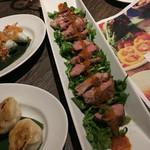 RAMBUTAN - ラム肉のグリル、パクチーとレッドカレーソース
