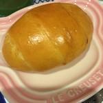 47254829 - ロールパン。固めだけど、噛むほどに優しい甘みを感じます。