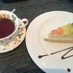 47255421 - 食後のフルーツタルトと紅茶