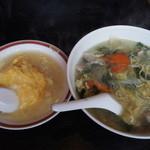 龍伸 - 料理写真:日替わり定食・天津飯と五目そば