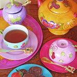 ウィズ ティーサロン - 紅茶葉は、上質で香り高い茶葉を使用、シンガポール発TWGやHarrods, Fortnum & Masonなど。ハーブティーから、ガーデンティーまで多種多様な茶葉から厳選してメニューに載せています。