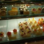 ロアール - ショーケースの中には可愛らしいケーキがたくさん♪