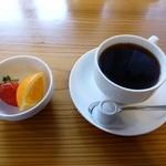 マナ - セットの果物とコーヒー