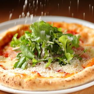 本場の味わいを堪能できる「手作りピザ」