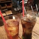 47264945 - ウーロン茶とコーラ