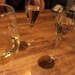 47265848 - 乾杯グラス