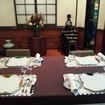 47275756 - 2階の個室のテーブルセッティング