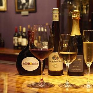 自社輸入のドイツワインがグラスで楽しめる