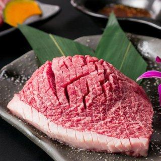 長年培った肉を生かす熟練の包丁技