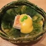 47277546 - 胡麻豆腐・玉味噌・グリーンピース