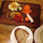 三鷹バル - 定食1皿目&パン