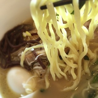 麺屋すみす - よくばり鶏丸醤油:麺リフト