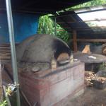 壺小屋 - 外に見える窯