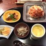 47285768 - せこ蟹、モロコ、蟹みそ、氷魚、このわたの茶碗蒸し