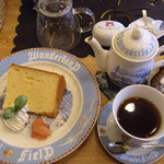 ダヤンカフェ - シフォンセット¥600 コーヒーはポットサービスです