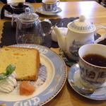 ダヤンカフェ - 紅茶はポット+お湯のポット