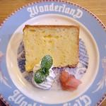 ダヤンカフェ - 日替わりシフォン 紅茶 ¥400