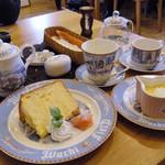 ダヤンカフェ - ケーキ、プリンは+¥200でセットにできます