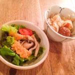47289916 - 定食についてくるサラダと小鉢