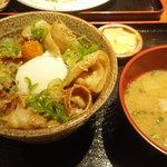 豚道楽 新宿南口店 - ネギ豚丼定食 997円