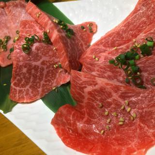『赤身3点盛』3種の肉を3切れずつの盛り合わせ