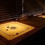 キャロムハウス - サブカウンターに埋め込まれたキャロムゲーム台