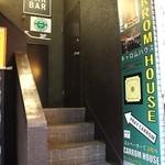 キャロムハウス - 1階入り口