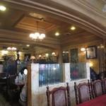 カフェ・ド BGM - 大理石造りの店内は、落ち着いたゴージャス感が漂う・・・