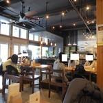 COFFEE & WINE 4832 - 洒落た店内です