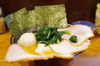 ラーメン 末廣家 - チャーシューメン、ほうれん草、卵