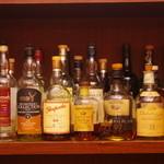 Sherry Bar Venga!! - バックバーのウイスキーたち