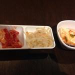 韓国料理 豚肉専門店 福ブタ屋 - おかず3品