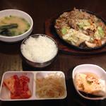 韓国料理 豚肉専門店 福ブタ屋 - 鉄板焼きプルコギのランチ@780円