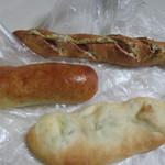大銀杏  - この日も並んだパンの中から3つを選んで朝食用にパンを買って帰りました。