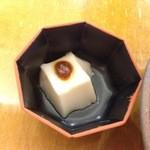 47313004 - 2015年12月:おろしそば(\700)…永平寺名物の胡麻豆腐がチョコンと付いています