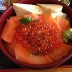 海鮮鮪 - 料理写真:サーモン親子丼