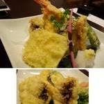 博多海鮮 にたや - *天ぷらのボリュームに驚きましたよ。 「海老2尾」「穴子2切れ」「人参」「茄子」「ししとう」「大きな切り身のサツマイモ」など。食べきれるかしら・・(-_-;) 衣が薄くカラッと揚がっています。