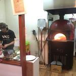 VILLA ROSSO TRE - 赤いタイルのピザ窯